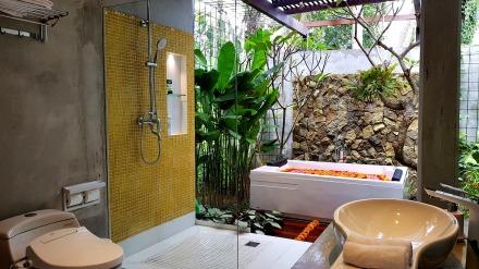 180327_deLodtunduh_Villa_1_1st_Master_Bathroom_20180326_114511_r_c