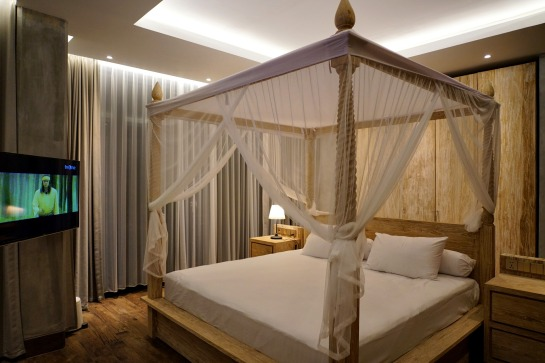 180327_deLodtunduh_Villa_1_1st_Master_Bedroom_DSC00938_r_c