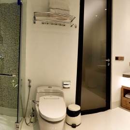 180327_deLodtunduh_Villa_1_2nd_Twin_Bathroom_20180322_183330_Panorama_r_c