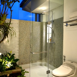 180327_deLodtunduh_Villa_1_2nd_Twin_Bathroom_DSC00759_r_c