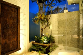 180327_deLodtunduh_Villa_1_2nd_Twin_Bathroom_DSC00762_r_c