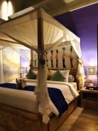 036_181012_deLodtunduh_Villa_2_Master_Bedroom_112485_dr