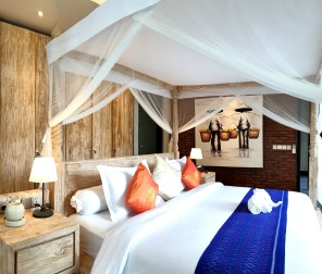 005_181109_deLodtunduh_Villa_1_2nd_Master_Bedroom_20180831_095901_dr_c